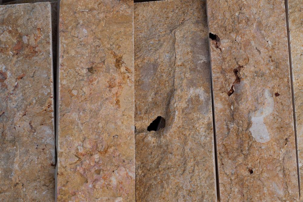 Szíriai Sprengelt mészkőlapok,különböző színekben, 4x22 cm méretben