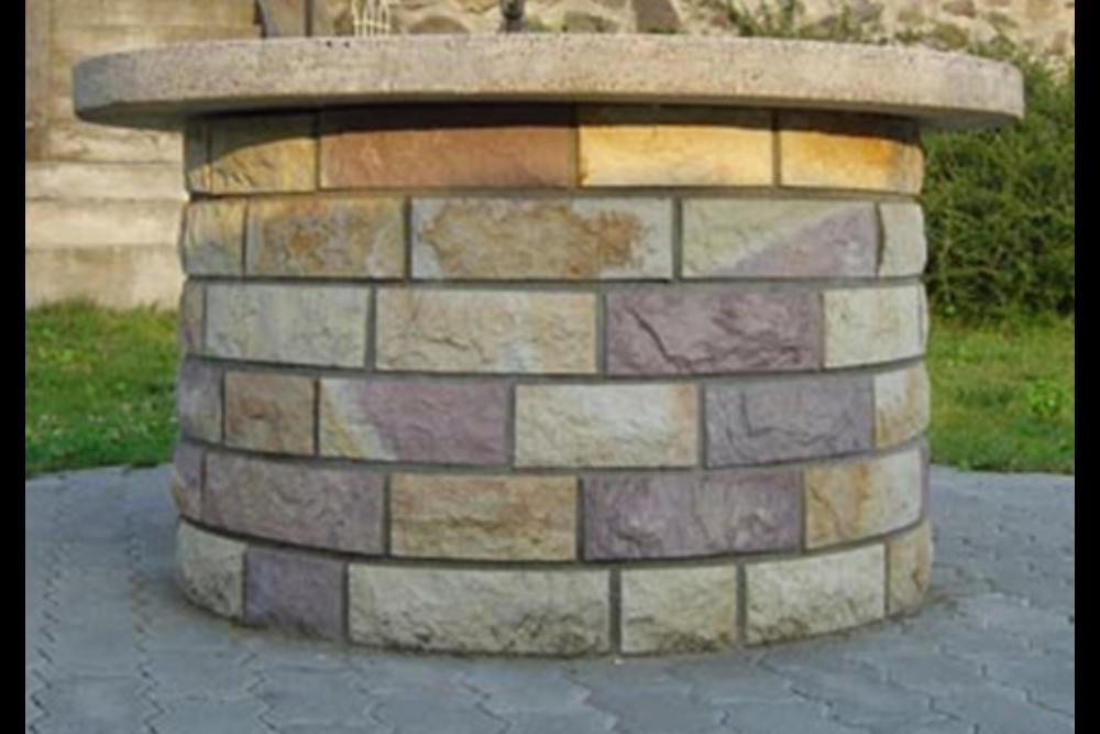 Riolit vágott, sprengelt kő